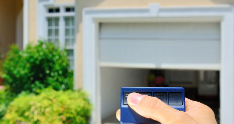 Thinking About To Buy A New Garage Door? What About An Automatic Garage Door?